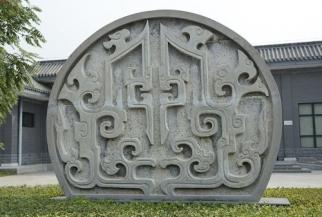 圆形石雕屏风